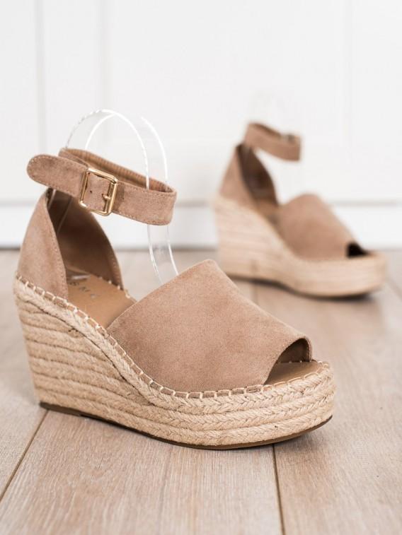 Béžové sandálky na kline