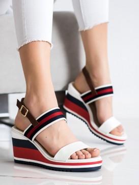 Sandálky na kline s pásmi