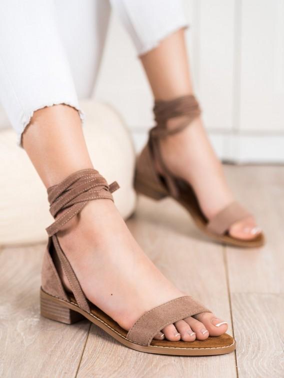 Viazané sandálky zo semišu