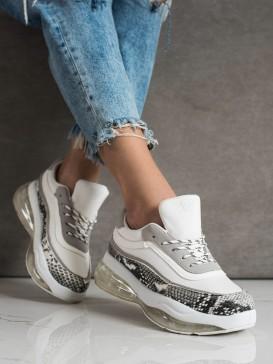 Sneakersy na transparetnej platforme