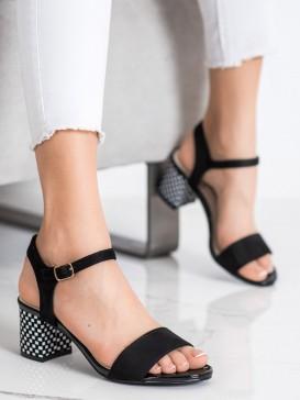 Pohodlné sandále na stĺpci