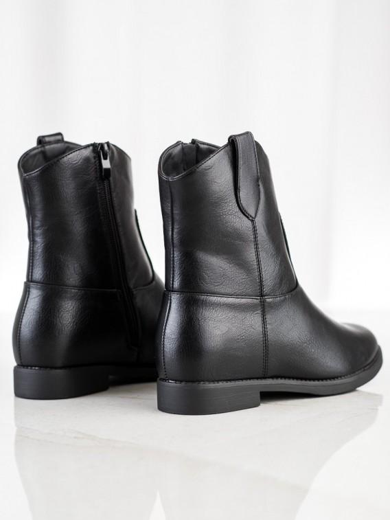 Čierne kovbojky na kline