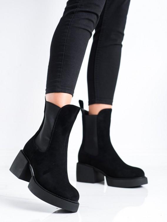 Vysoké čierne topánky na platforme