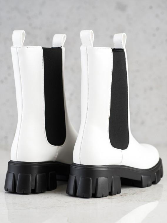 Vysoké biele topánky