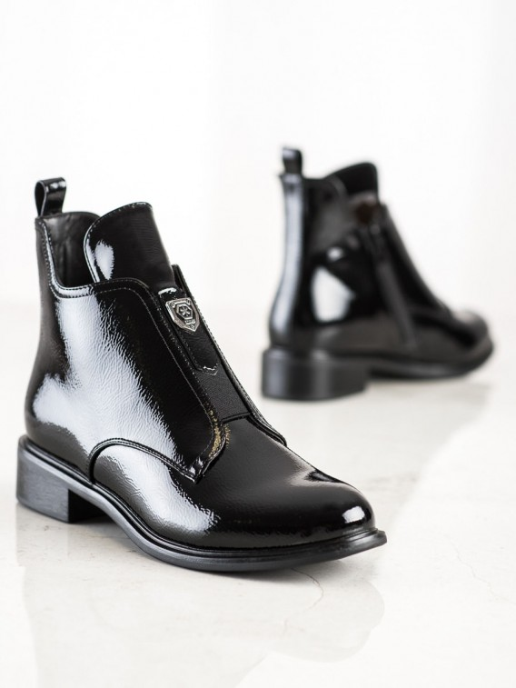 Štýlové lakované topánky