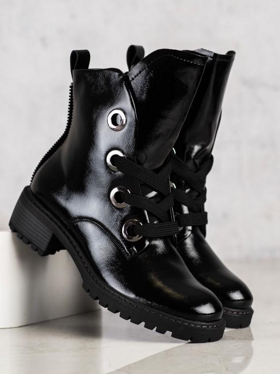Čierne šnúrovacie topánky