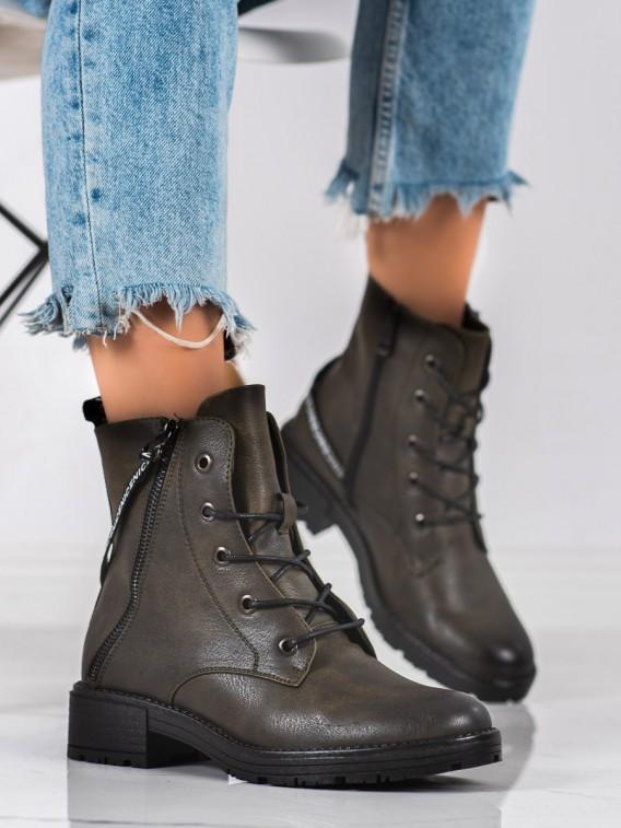 Členkové topánky s ozdobným páskom