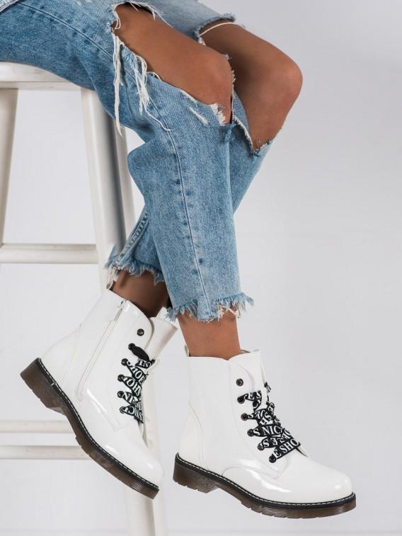 Topánky s ozdobným viazaním