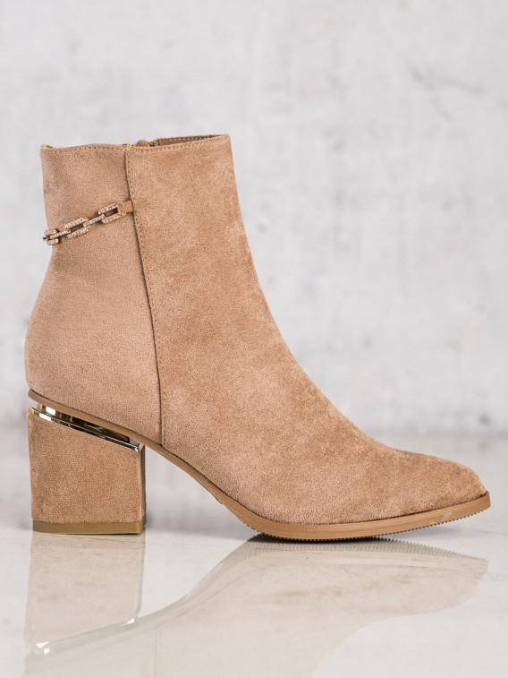 Semišové topánky s retiazkou