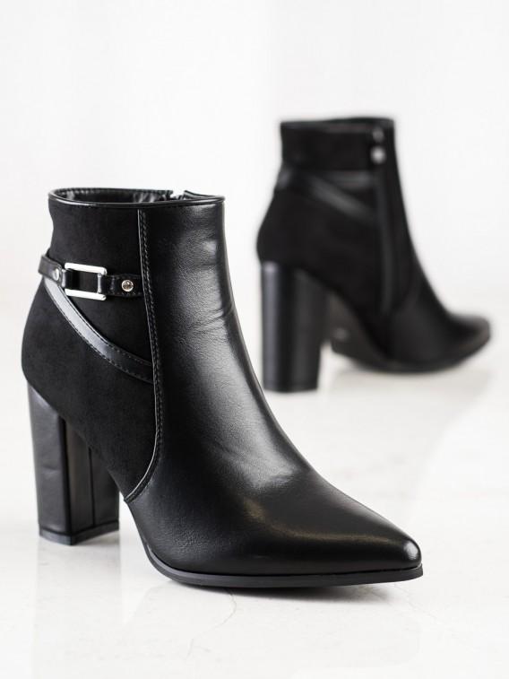 Elegantné čierne topánky do špičky
