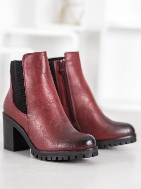 Pohodlné topánky na stĺpci